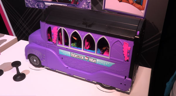 Monster High Deluxe bus closed.