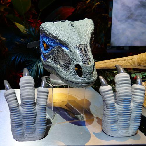 Jurassic World Chomp N Roar Mask Velociraptor Blue